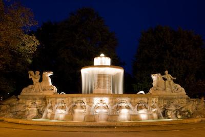 München bei Nacht - Wittelsbacher Brunnen am Lenbachplatz
